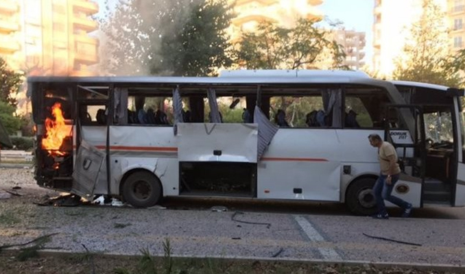 Mersin'de patlama! Polis aracına saldırı