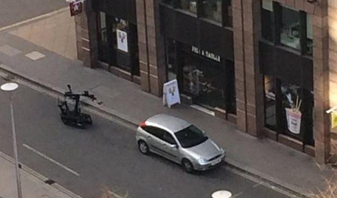 Londra'da şüpheli araç paniği