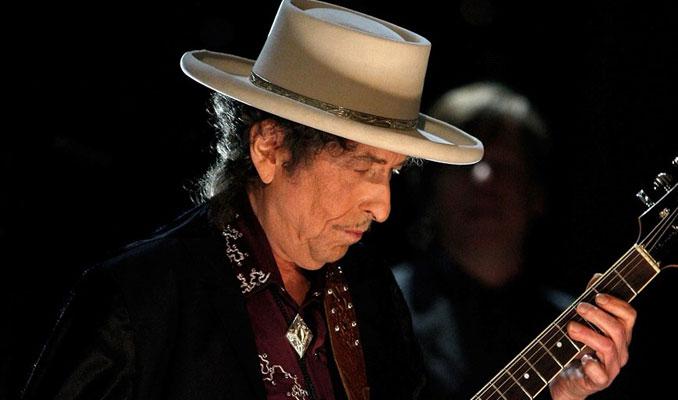 Bob Dylan 4 ay sonra Nobel ödülünü aldı