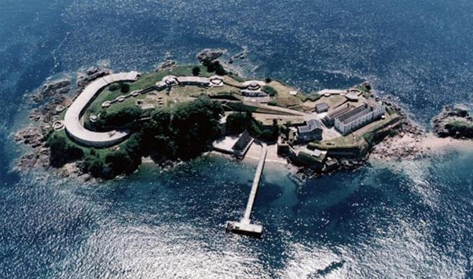 İngiltere'de tarihi ada satışa çıkarıldı