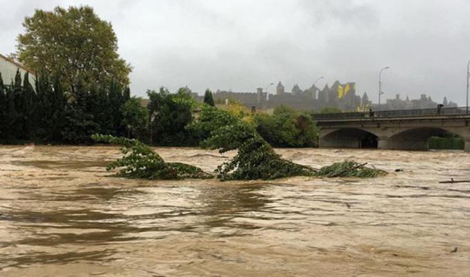 Fransa'yı sel vurdu: 13 ölü!