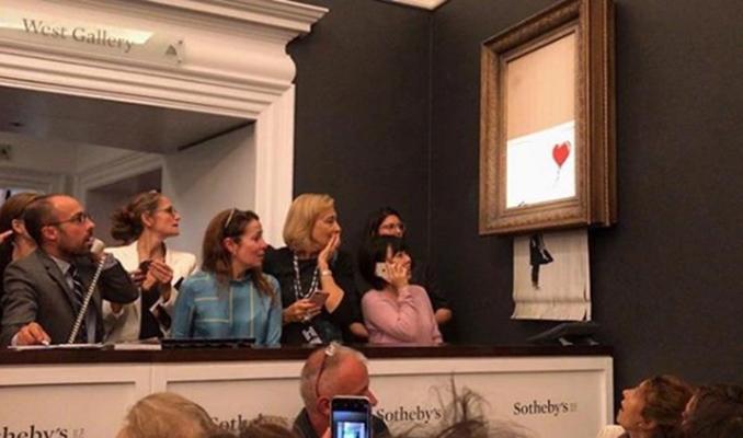 Banksy'nin o eseri satıldıktan sonra kendini imha etti