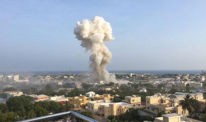 Mogadişu'da peşpeşe patlama