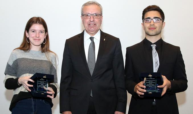 İş Bankası'ndan Altın Gençlere ödül