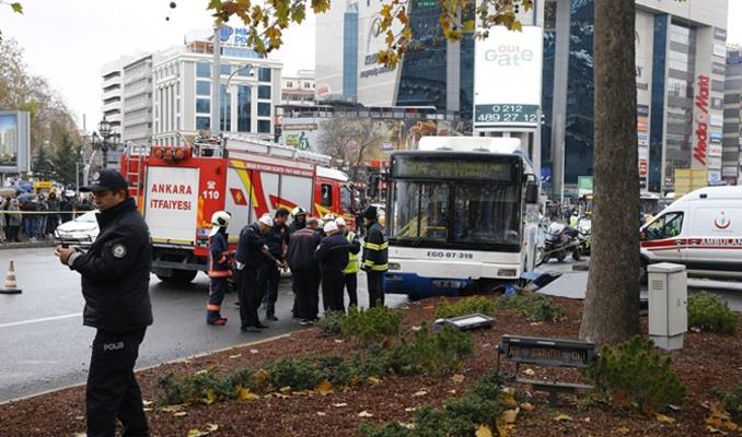Ankara'da otobüs yayalara çarptı