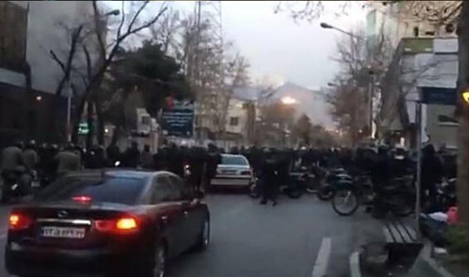 İran'da polis tarikat mensuplarıyla çatıştı