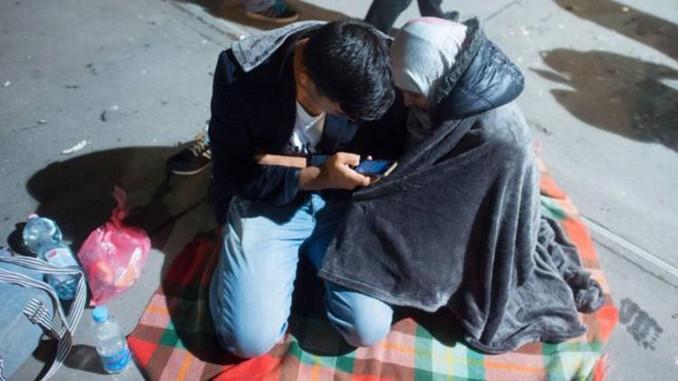 Avusturya göçmenlerin cep telefonlarına el koyacak