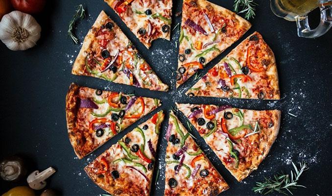 Pizzası mantarlı gelince polisi aradı