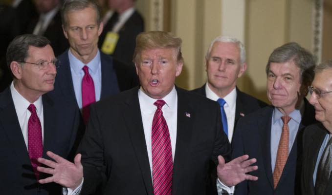 Trump toplantıyı terk etti! Duvar kavgası büyüyor