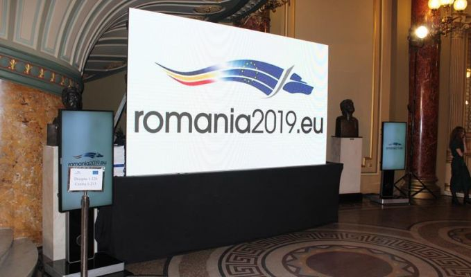 Romanya AB Dönem Başkanlığı'nı törenle devraldı