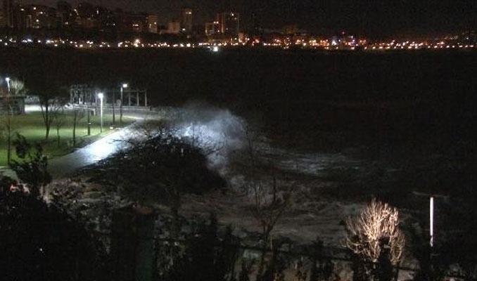 İstanbul'da lodos gece de etkili oldu