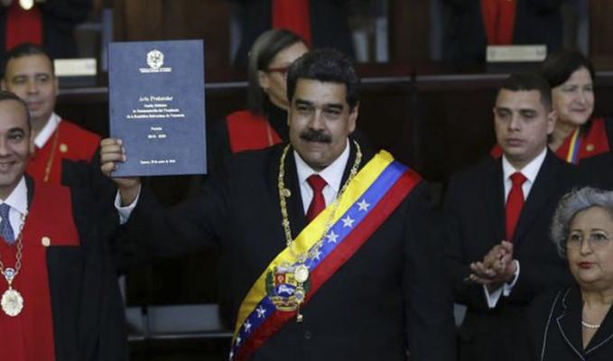 Maduro yemin merasiminde Oktay'ı selamladı