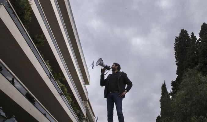 Yunanistan'da devlet televizyonu protestocular tarafından işgal edildi