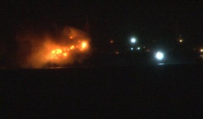 Pendik'te yük gemisi yanıyor
