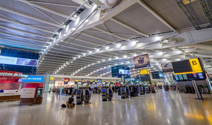 Heathrow Havalimanı'nda tüm uçuşlar durduruldu