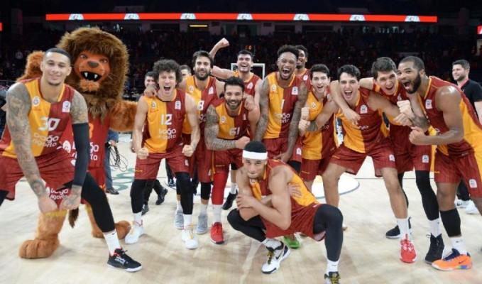 Galatasaray, Fenerbahçe'ye bir ilki yaşattı