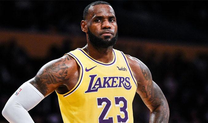 NBA yıldızı LeBron James evini terk etmek zorunda kaldı