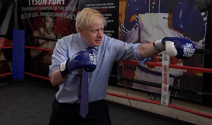 Boris Johnson erken seçim öncesi boks ringine çıktı