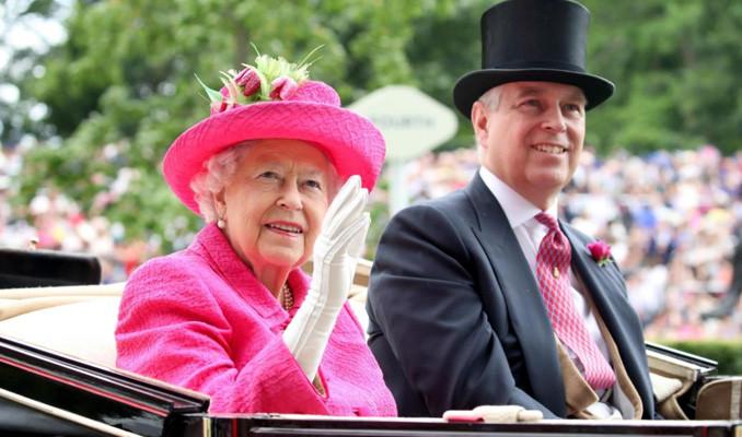 Kraliçe Elizabeth'ten oğlu Prens Andrew'e maaş cezası