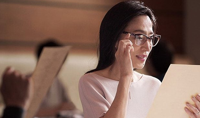 Japonya'da 'kadın çalışanlara gözlük yasağı'