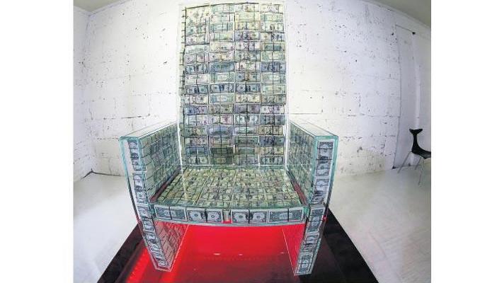 Para tahtı için tam 1 milyon $ harcadı