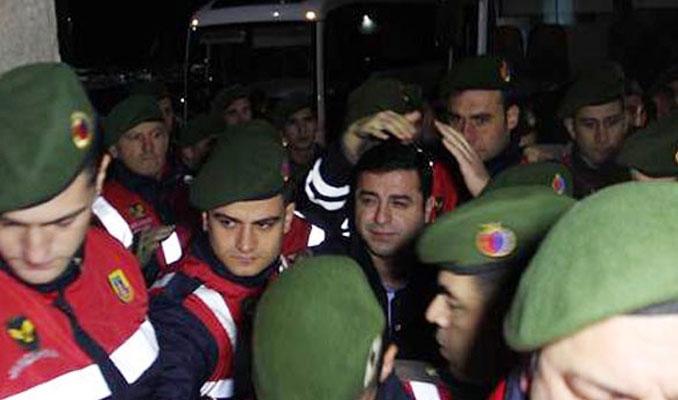 Selahattin Demirtaş cezaevinden hastaneye kaldırıldı
