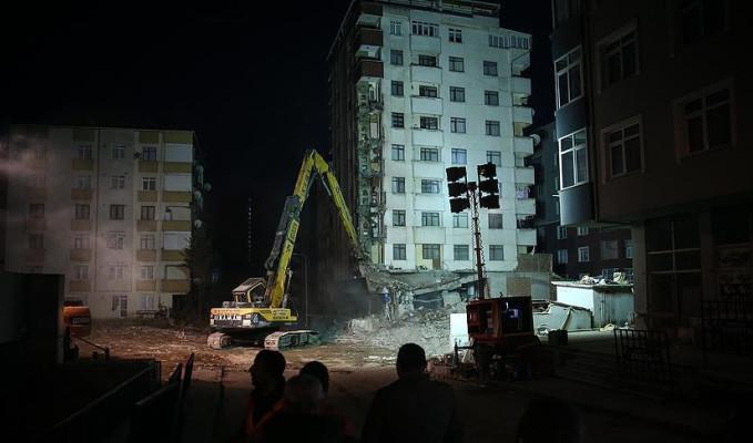 Kartal'da riskli binaların yıkımı başladı