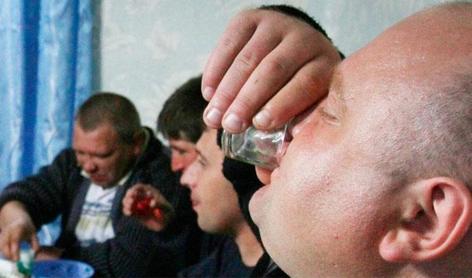 Rusya'da erkeklerin yüzde 70'i alkolden ölüyor