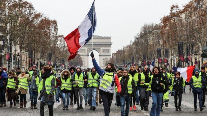 Fransa'da bin 796 sarı yelekliye hapis cezası