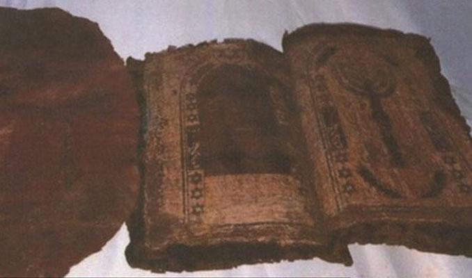 Afyonkarahisar'da bin 300 yıllık Tevrat ele geçirildi