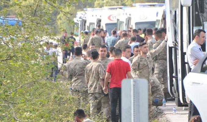 Çanakkale'de askerleri taşıyan otobüs yan yattı: 7 yaralı