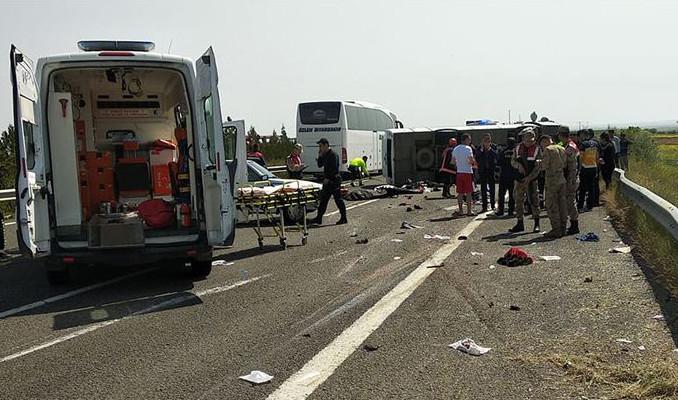 İşçileri taşıyan midibüs devrildi: 5 ölü