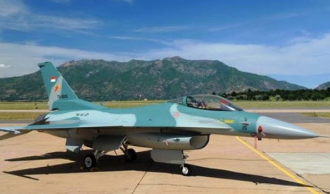 Endonezya'da insanları sahura savaş uçakları kaldıracak