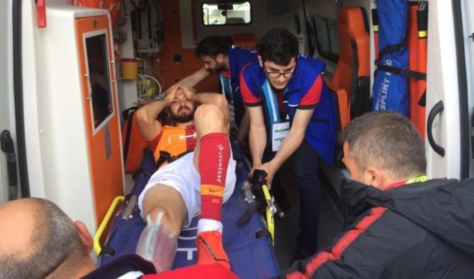 Galatasaray'da Emre Akbaba'nın ayağı kırıldı