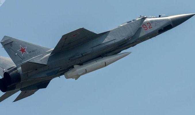 Hipersonik Kinjal füzeli MiG-31 uçağı Putin'e tanıtıldı
