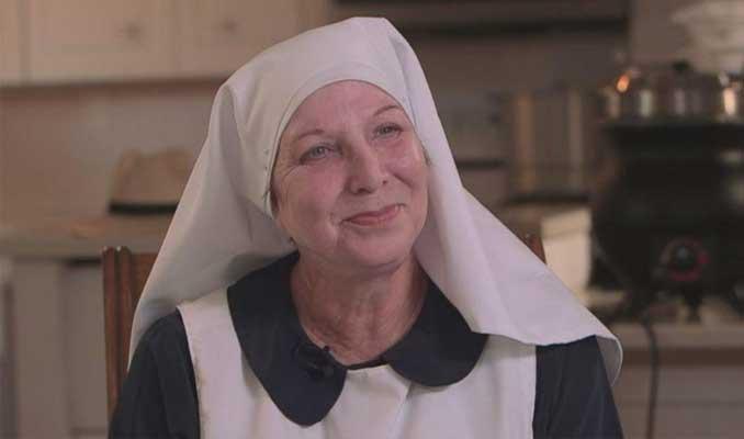 Çılgın rahibe! Kocası aldattı, dolandırıldı, şimdi kenevir üretiyor