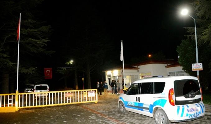Cemalettin Sarar rehin alınarak evi soyuldu