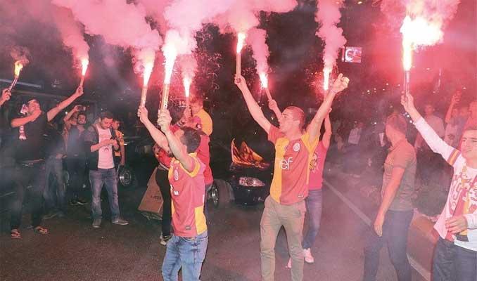Galatasaray'ın şampiyonluğu seyyar satıcılara yaradı