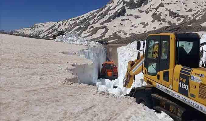 Antalya'nın yayla yollarında mayıs ayında karla mücadele