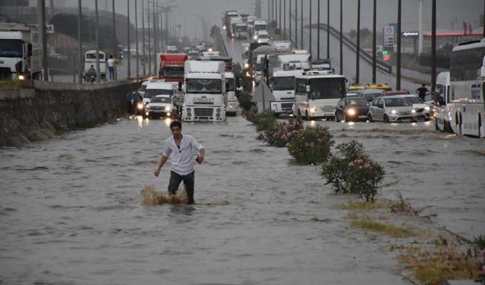 İzmir-Ankara yolu ulaşıma kapandı