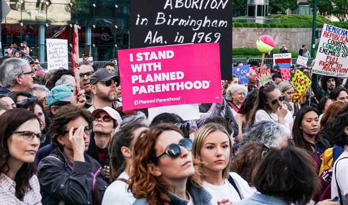 ABD'de Trump yönetiminin kürtaj kısıtlamaları yürürlükte
