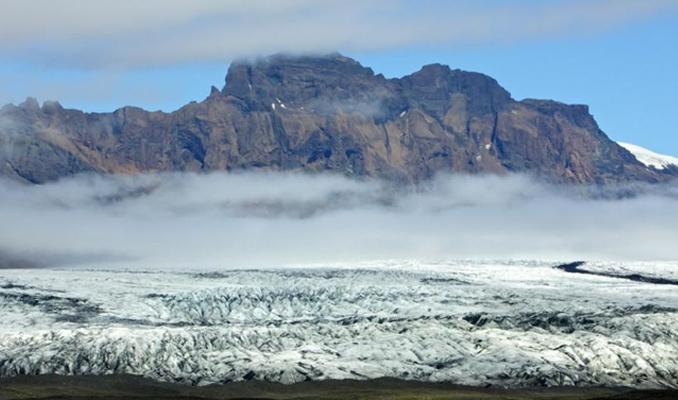 İzlanda, dünyanın eriyip kaybolan ilk buzulu için anıt dikti
