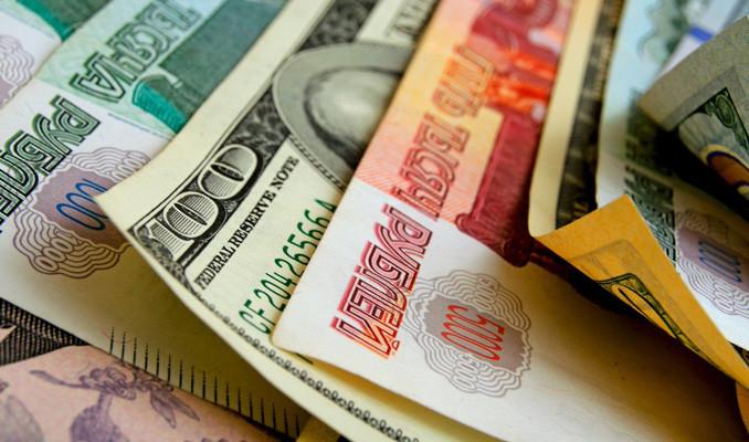 Dolar 6 ay sonra 67 rublenin üzerini gördü