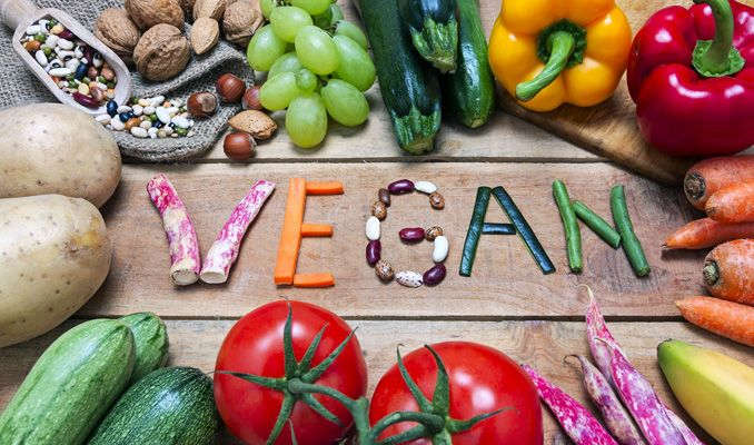 Bebeklerinin yetersiz besleyen vegan çifte kamu hizmeti cezası
