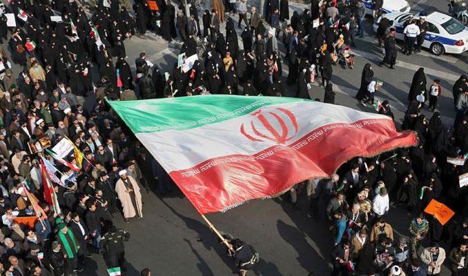 İran'da İngilizlere casusluktan onar yıl hapis cezası verdi