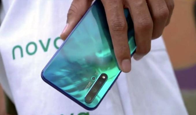 Huawei yeni akıllı telefonu Nova 5T'yi tanıttı