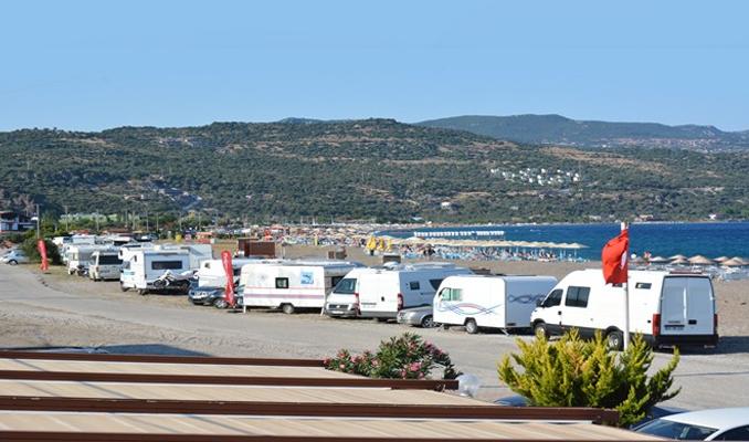 Assos'ta tartışma yaratan 'karavanlar'
