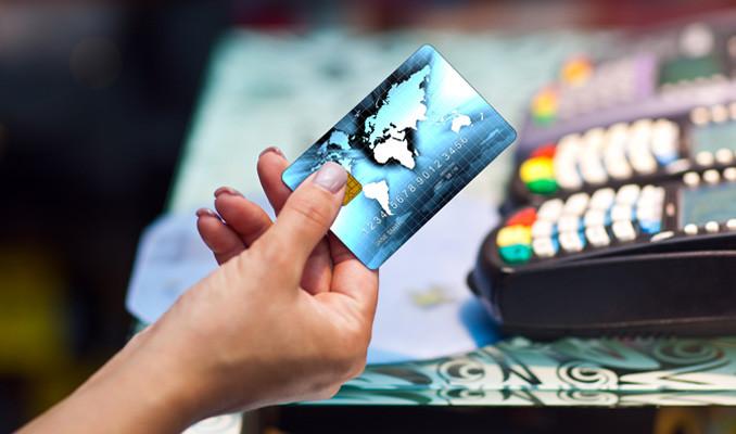 Japonya'da müşteri kredi kartlarıyla alışveriş yapan kasiyer yakalandı