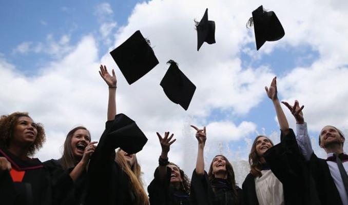 İngiltere'de mezun olan yabancı öğrenciler 2 yıl daha ülkede kalabilecek