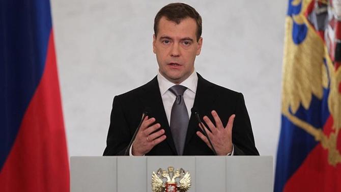 Medvedev: Rusya'da yatırım iklimi yaptırımlar nedeniyle zehirlendi